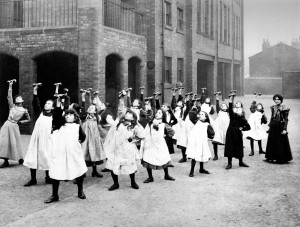 C04.3.15 Girls at drill Darley Street School c 1905 Leeds Library and Information Services www.leodis.net